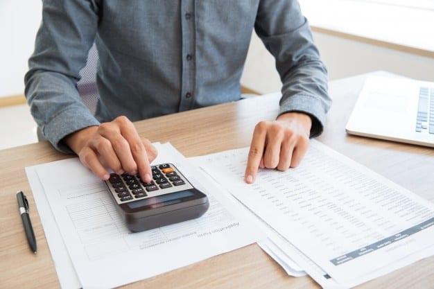 perbedaan laporan pajak bulanan dan tahunan
