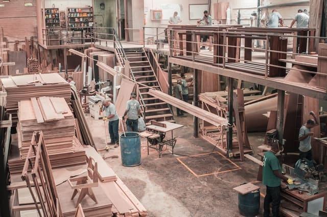 Suasana Pekerja di Pabrik