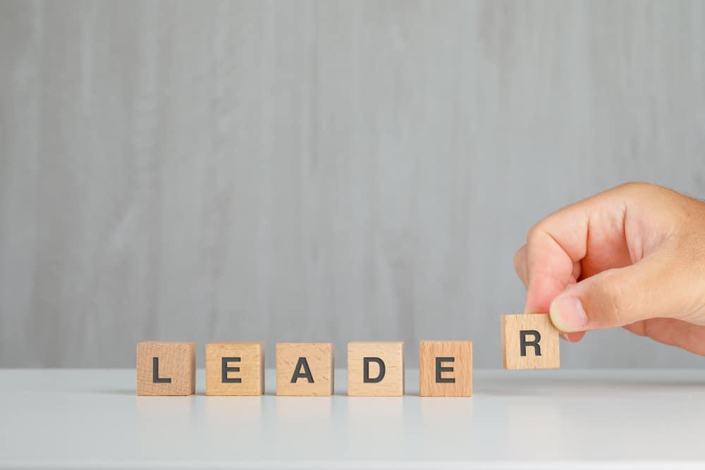 beda-leader-dan-bos