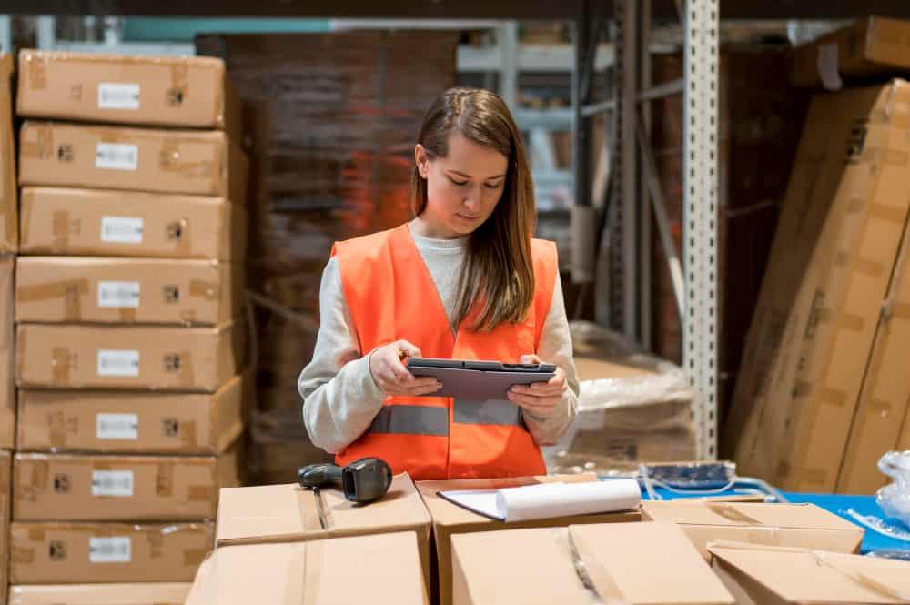 software-akuntansi-distributor-membantu-dalam-penyusunan-laporan-keuangan