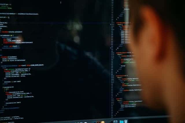 ahli-it-menciptakan-software-akuntansi-sesuai-kebutuhan