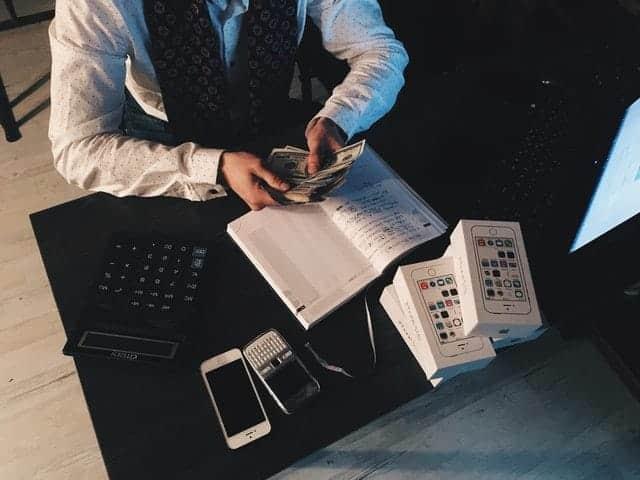 manfaat-menggunakan-jasa-software-akuntansi
