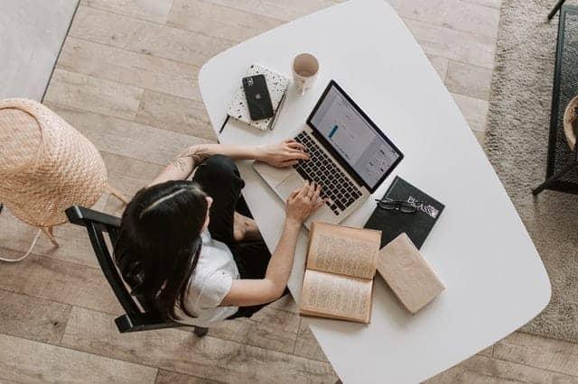 software-akuntansi-online-membantu-kegiatan-akuntan